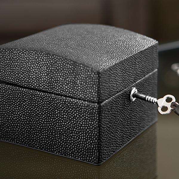 U933 faux stingray box 1-1